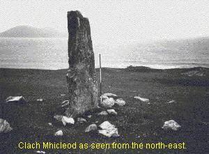 Clach Mhicleoid standing stone, Harris, from NE